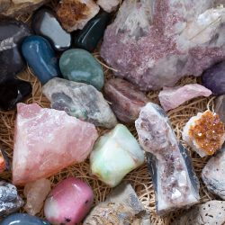 Камни и металлы для Водолея